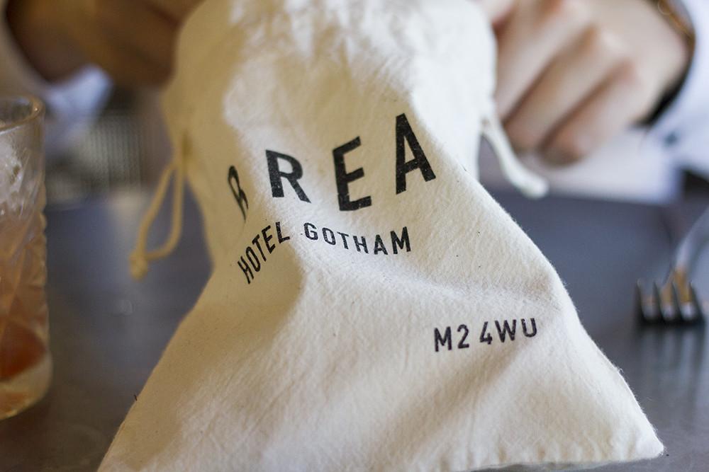 fresh-bread-bag-honey-restaurant
