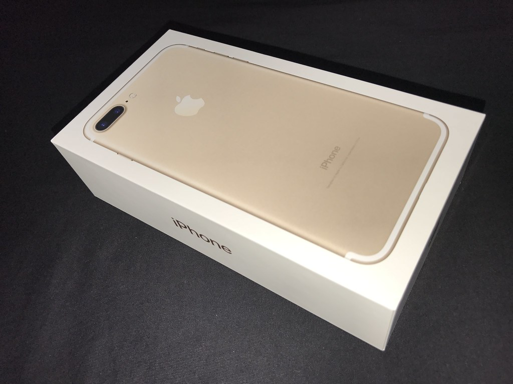 iPhone 7 Plus Gold box (2)