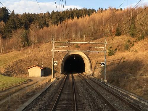 Einfahrt zum Vauderens-Tunnel