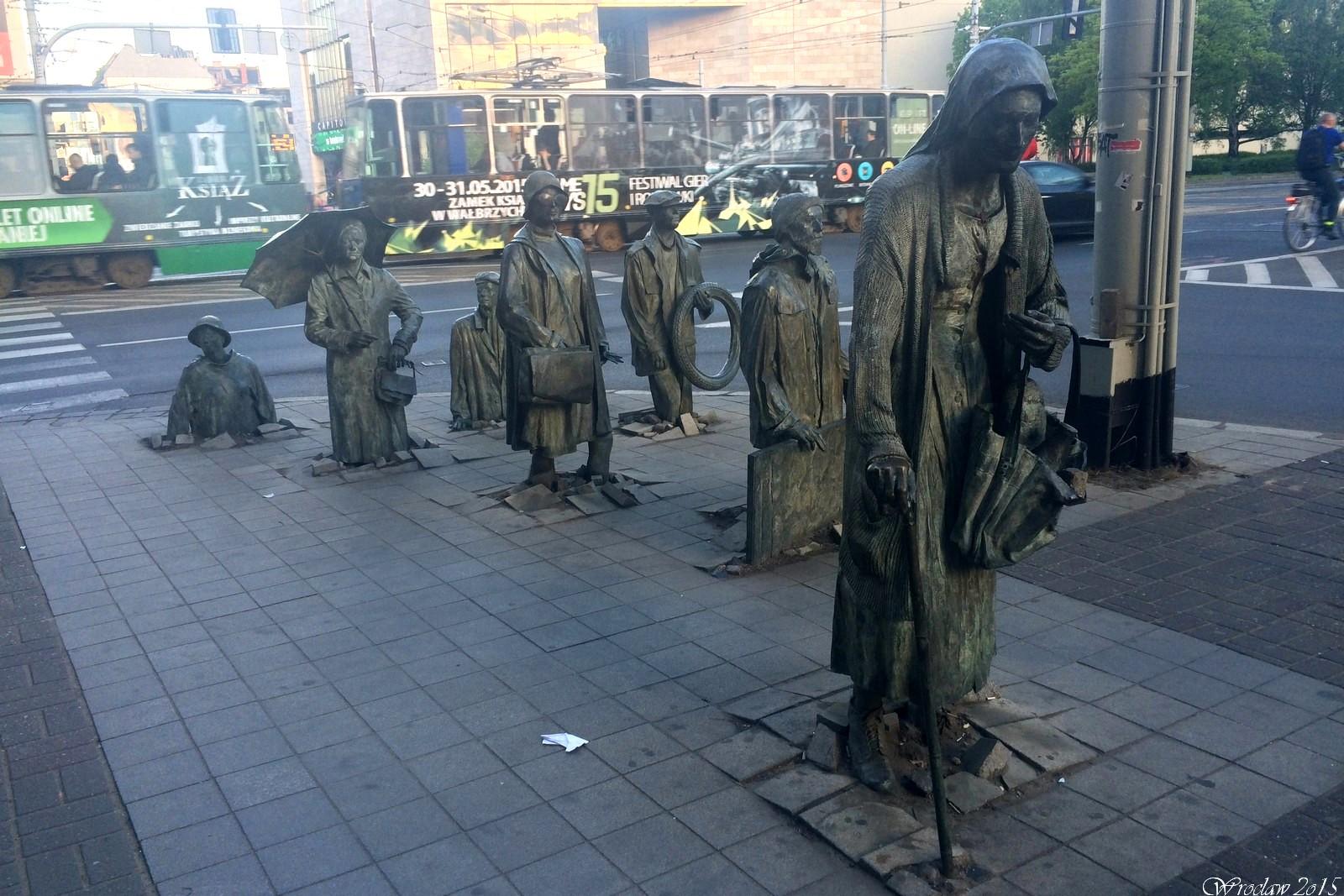 Pomnik Anonimowego Przechodnia we Wrocławiu, Poland