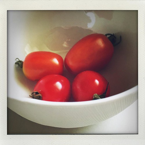 first 4 ripe garden tomatoes of the season (bowl by @abigailmurraystudio)!