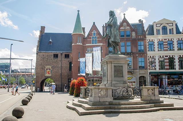 Puerta de los Prisioneros, La Haya