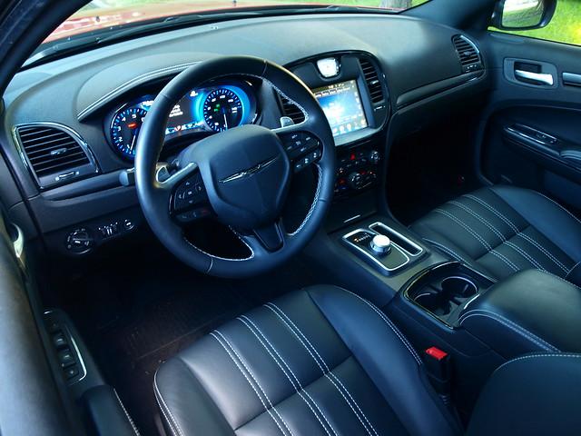 2015 Chrysler 300 S AWD Interior 003