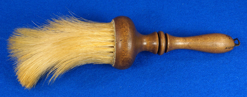 RD6913 Antique Barbers Brush Wood Handle DSC08578