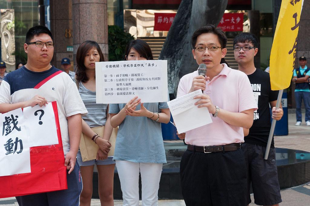 陳尚志支持學生具名檢舉,但勞保局卻回應「別理小屁孩亂搞」。(攝影:林佳禾)