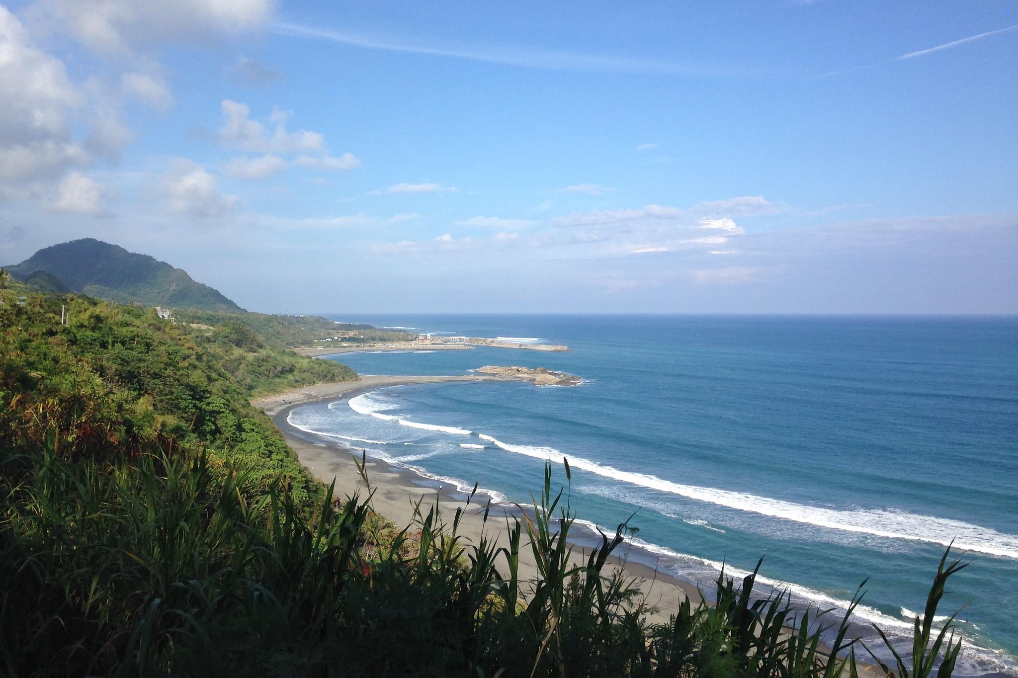 東海岸美麗的景緻,思考開發之餘,應先善盡環境永續責任。攝影:廖靜蕙。