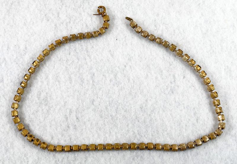 RD7042 Vintage Garnet Necklace Damaged Clasp Missing Stone DSC07939