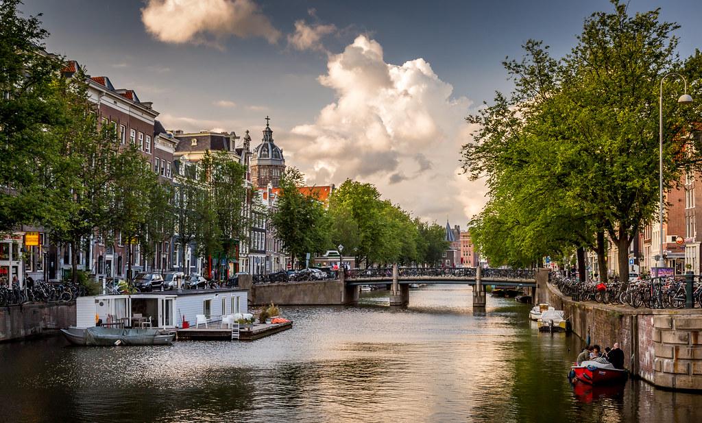 Geldersekade Canal