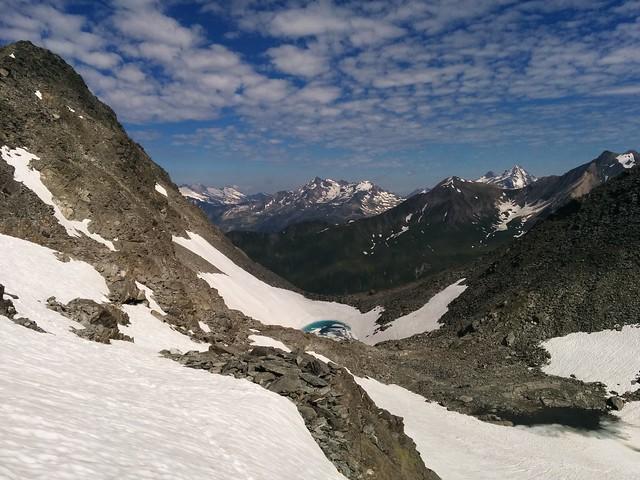 Blick von der Bärenluegscharte auf den Gletschersee