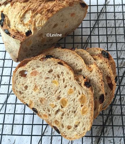 Rozijnenbrood met havervlokken en kaneel