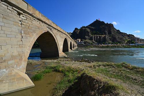 Koyunbaba Köprüsü ve Kandiber Kalesi
