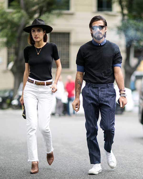 青シャツ×黒Tシャツ×紺白ストライプスラックス×オールスター白