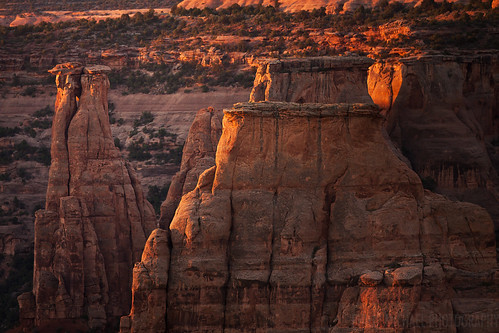 travel red mountains west sunrise outdoors dawn colorado cliffs western nationalparks mesa rockformations coloradonationalmonument