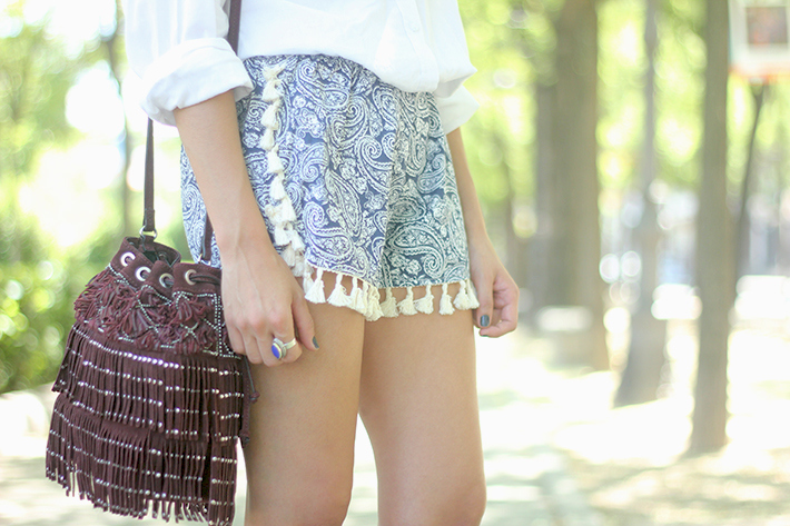 Blue Shorts White Shirt Summer Outfit14