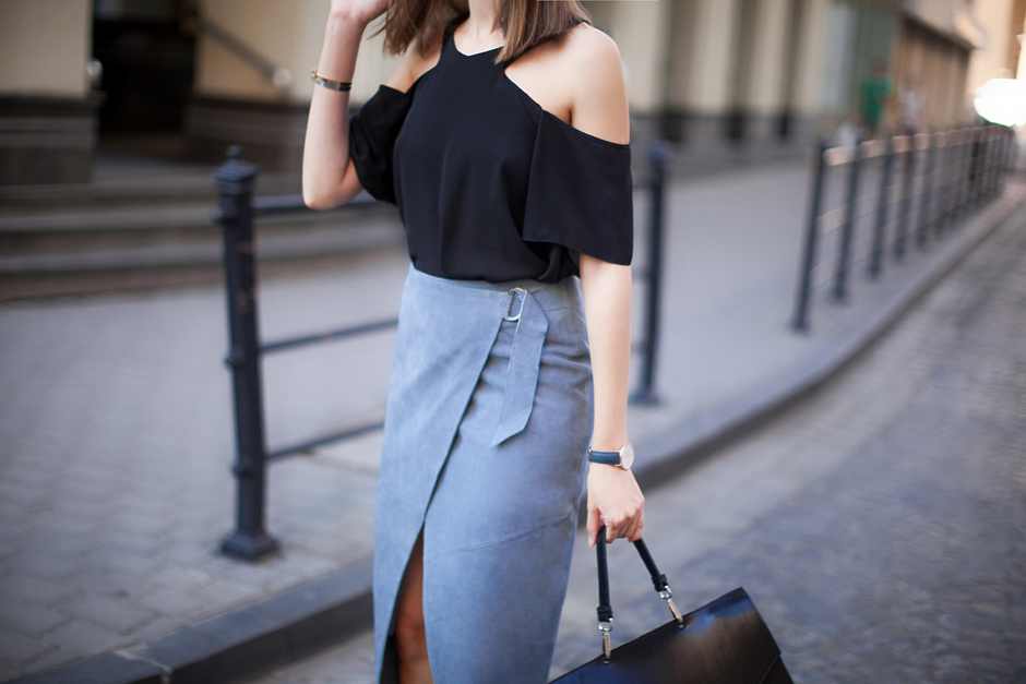 black-cold-shoulder-top-outfit-ideas