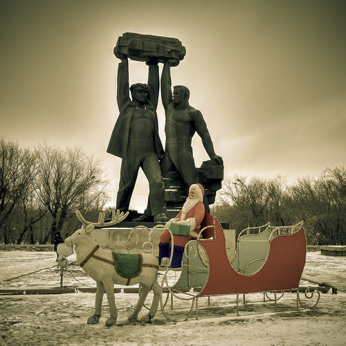karagandy karagandyprovince kazakhstan kz old new statue christmas sled contrast 20161205