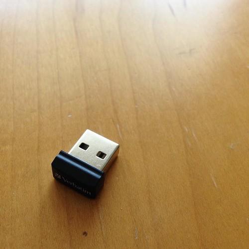 これが16GBか。メイカーズ系のデータを入れるために買ったけど、挿したまま忘れそうなサイズ。