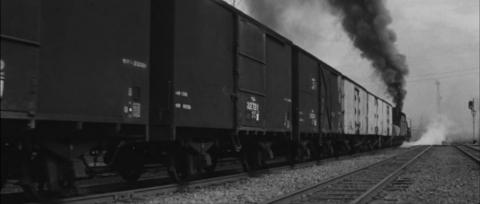 53−峰山駅を出て行く貨物列車とワム