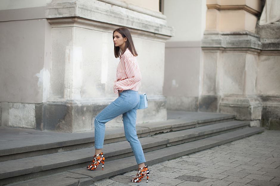 mom-jeans-statement-heels-fashion-blog-outfit
