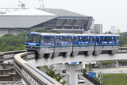 Osaka Monorail wearing GAMBA Osaka wrapping (7)