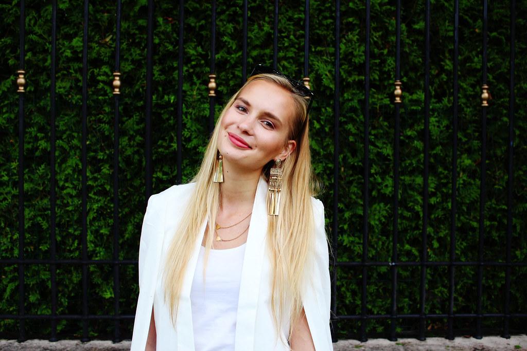 white-blazer-stylemoi