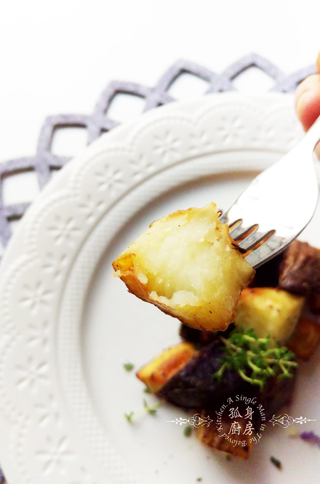 孤身廚房-香草烤雙色馬鈴薯──好吃又簡單的烤箱料理20