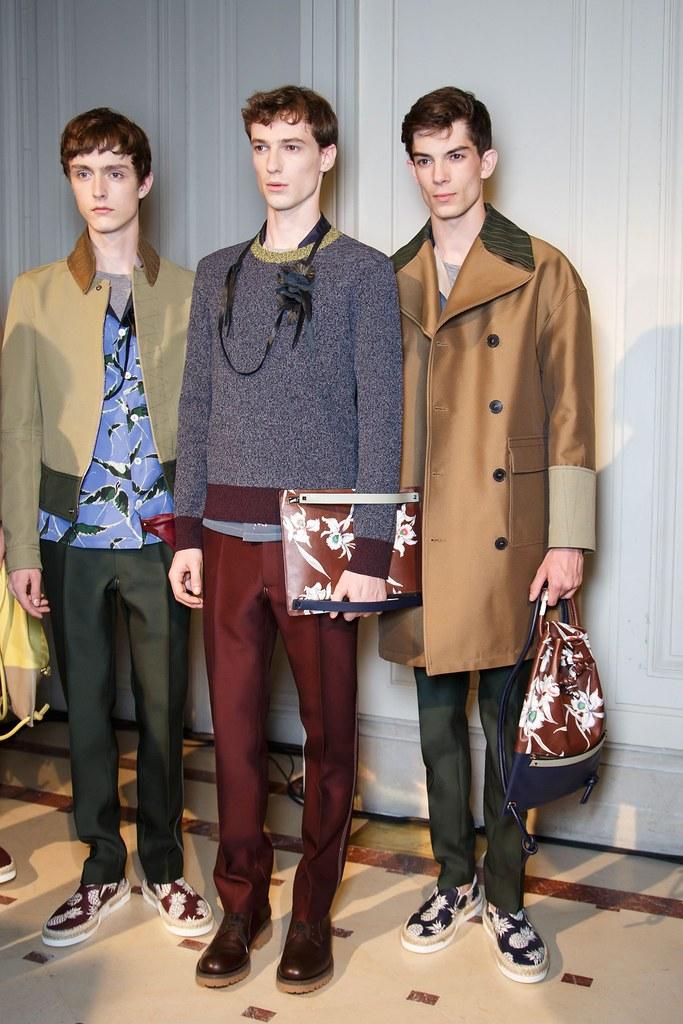 Jesper Trip3062_SS16 Paris Valentino_Tommaso de Benedictis, Matthieu Gregoire(fashionising.com)