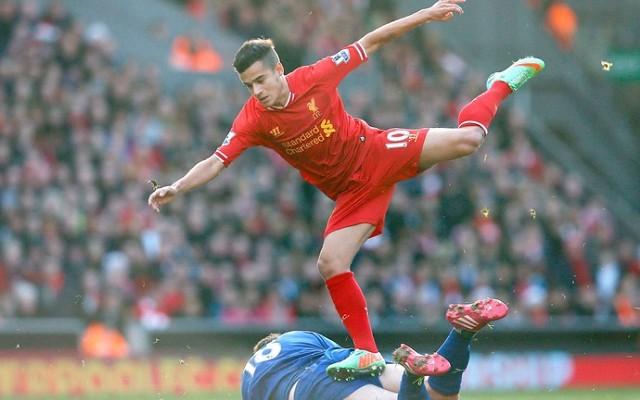 Coutinho faz gola�o e Liverpool elimina o United na Liga Europa