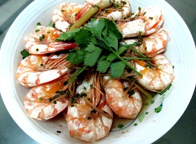 Drunken prawns with tuak 1