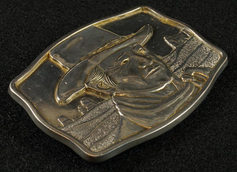 RD15030 John Wayne Belt Buckle Man of the Golden West Olde New England Mint 1985 with Certificate DSC07250