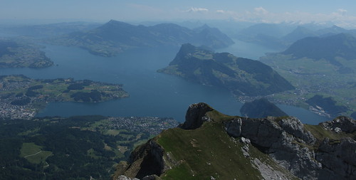 suisse vert bleu pilatus lacs brume montagnes lacdesquatrecantons nidwald