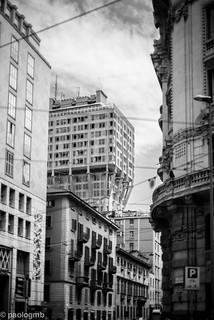 תמונה של Torre Velasca. street city sky building architecture facade arquitectura cityscape milano 50 torrevelasca noctilux095 leicamtyp240