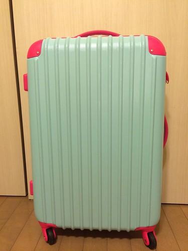 新しいスーツケース。