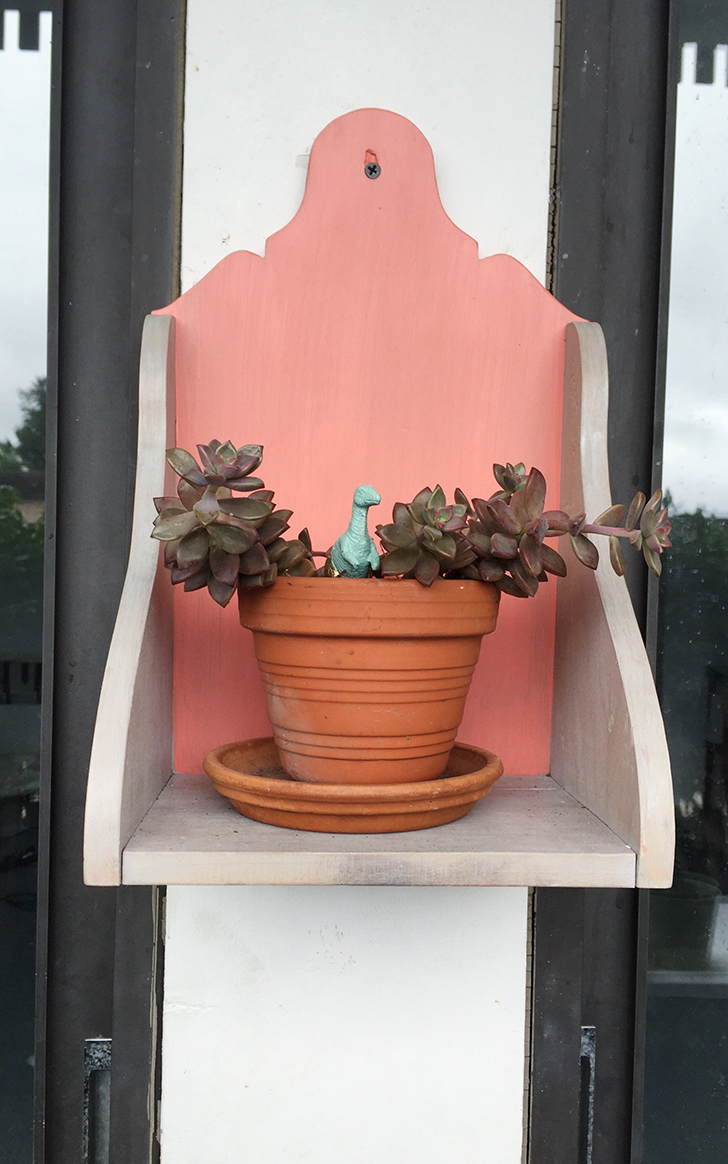 Some paint and stain turn an old shelf into a unique plant holder for your porch or patio. Plus I'm sharing a few beginner tips on staining! // Lovely Wren