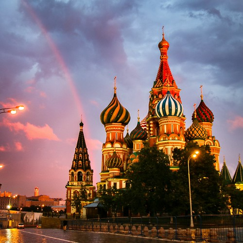 Rainbow above Saint Basil's Cathedral, Moscow, Russia モスクワ、聖ワシリー寺院と虹
