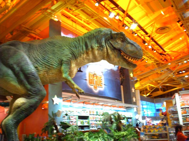 Dinosaurs Toys R Us : Jurassic park dinosaur toys r us in times square