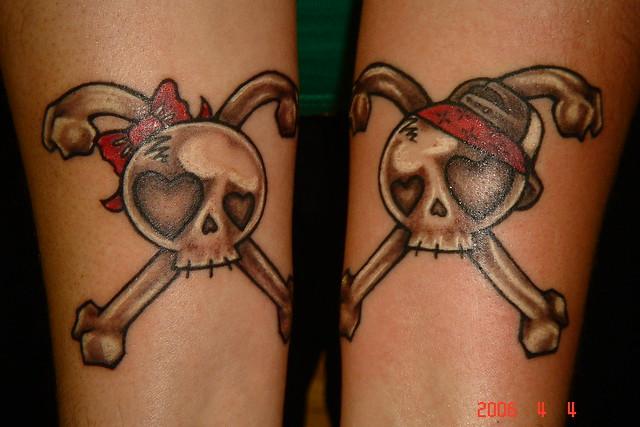 cute skulls together