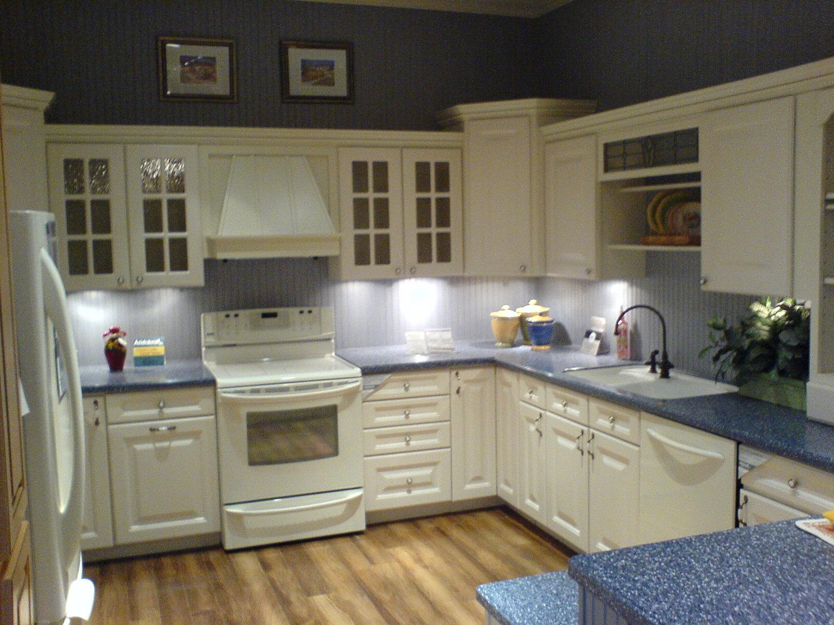 przykładowa estetycznie urządzona kuchnia - zdjęcie