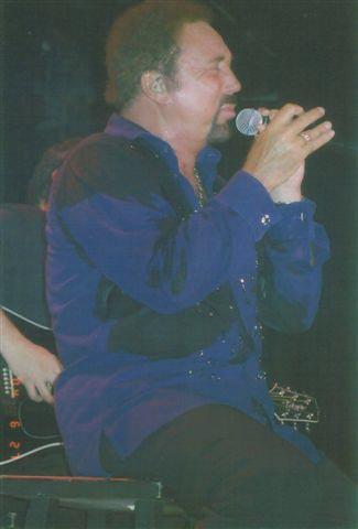 Tom Jones 2004 ©Lois Gooding | Photo courtesy of TomJones Ya