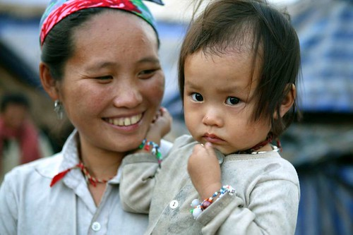 hmong mother and little girl