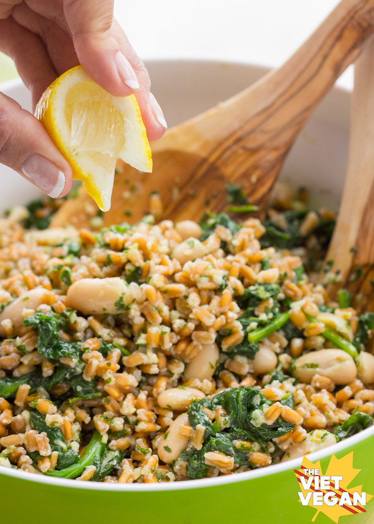 Farro, Cannellini Bean, and Parsley Pesto Salad | The Viet Vegan | Makes for a healthy, brightly flavoured lunch. Full of fibre, protein, and texture, this is a fresh way to fuel your body.