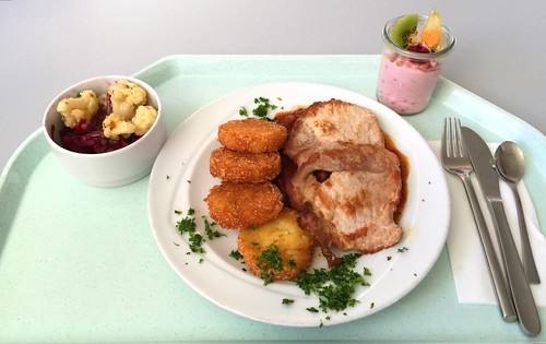 "Pork scallop ""gypsy style"" with potato patties / Schweineschnitzel ""Zigeuner Art"" mit Röstinchen"