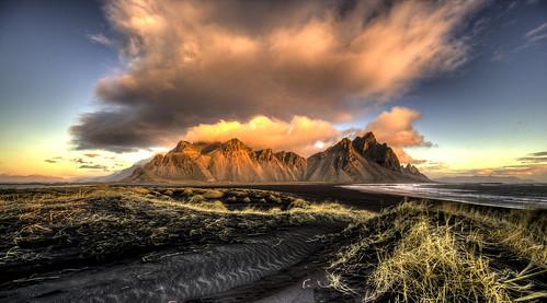 vestrahorn vesturhorn landscape mountains clouds dawn sunrise sea iceland islande seascape canonef1124f4l
