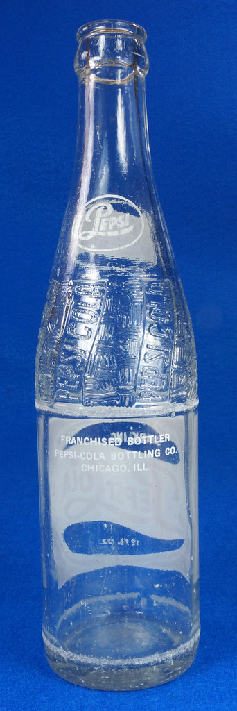 RD14691 1957 Pepsi-Cola Bottle 12 oz Raised Swirl with Painted Red & White ACL Label DSC07703