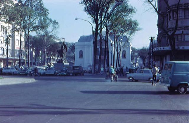 SAIGON 1967-68 by Rodger Fetters - Lam Son Square