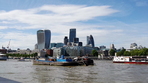 Thames & skyscrapers