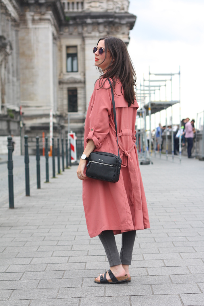 c13efdba7e4a Outfit  Pink trench and Birkenstocks in Brussels - THE STYLING DUTCHMAN.
