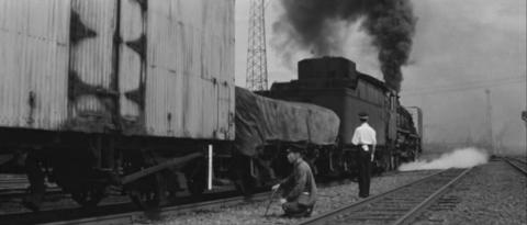 52−峰山駅を貨物列車が発車