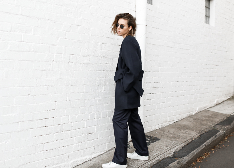 modern legacy, fashion blog, JACQUEMUS designer navy coat, oversized, buckle detail, off duty, street style, sneakers (1 of 1)