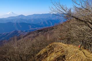 富士山を眺めながら足取り軽く進む